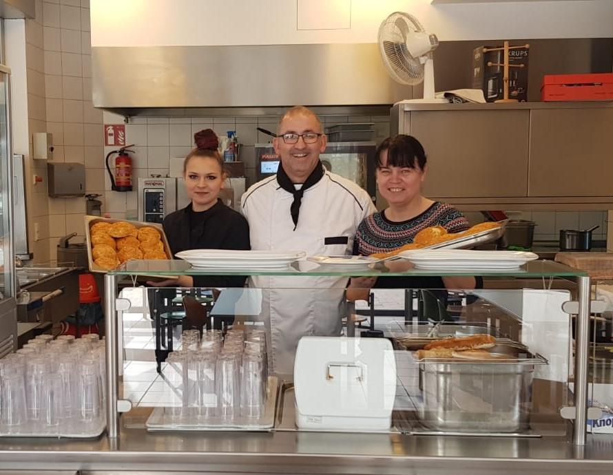 Ein Foto des Cafeteria Teams